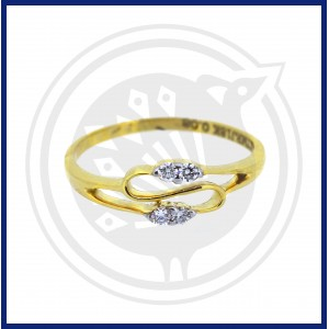 Diamond Ladies Ring (18 CT)