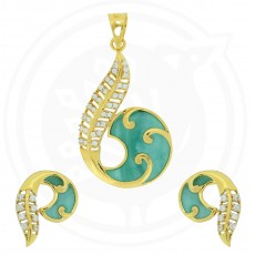 Tanujaa Special Green Stone Pendant Stud